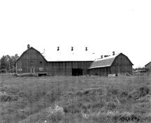 Panoramic view of the Silver Springs Farm Barn demonstrating its design qualities, materials and appearance that complement the rural surroundings.; National Capital Commission / Commission de la Capitale Nationale, n.d.