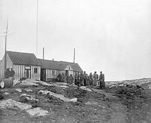 Historic image of the Blacklead Island Whaling Station showing the original semi-subterranean Thule houses, 1903.; Natural Resources Canada \ Ressources naturelles Canada, 1903.