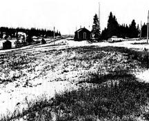 General view of Pic River Site National Historic Site of Canada, showing a portion of the former site of Fort Pic and a small building that houses a well from the Hudson Bay Company occupation.; Parks Canada Agency/Agence Parcs Canada