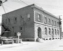 "Corner view of Postal Station ""B,"" showing the well-executed masonry work, notably the rusticated work, the stone quoins of the upper floor and the brickwork, 1971.; Canadian Inventory of Historic Buildings/Inventaire des Bâtiments Historiques du Canada, 1971."