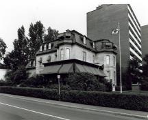 Historic view showing the asymmetrical massing of the residence with its protruding tower-like wing and bays.; Parks Canada Agency / Agence Parcs Canada