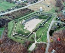 Aerial view of Lévis Forts National Historic Site of Canada, 1995.; J.P.Jérôme, Parks Canada Agency / Agence Parcs Canada, 1995.