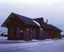 Corner view of the Canadian Pacific Heritage Railway Station, showing its wood construction and exterior detailing typical of small, wooden railway stations.; Parks Canada Agency/Agence Parcs Canada