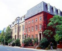 General view of the Fourth York Post Office National Historic Site of Canada emphasizing its integration since the 1870s within a complex of 19th-century buildings, 1993.; Parks Canada Agency / Agence Parcs Canada, B. Morin, 1993.