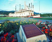 General view of the S.S. Klondike National Historic Site of Canada also showing the Historic Sites and Monuments Board of Canada plaque, 1982.; Agence Parcs Canada / Parks Canada Agency, F. Cattroll, 1982.
