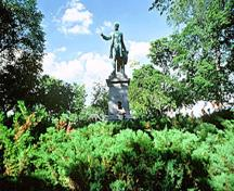 General view of the Cartier Monument, in memory of the politician George-Étienne Cartier, in Montmorency Park, 1984.; Parks Canada Agency / Agence Parcs Canada, P. St. Jacques, 1984