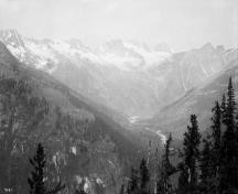 General view of Rogers Pass National Historic Site of Canada.; Topley Studio / Library and Archives Canada - Bibliothèque et Archives Canada / PA-009521