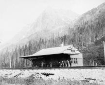 Historic photograph of the Rogers Pass National Historic Site of Canada, showing the isolated wilderness setting, flanked by steep mountains, circa 1980.; Library and Archives Canada - Bibliothèque et Archives Canada / PA-117430, ca./v. 1890.