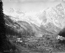 General view of Rogers Pass National Historic Site of Canada, showing the former rail line and facilities, circa 1900-1925.; Albertype Company / Library and Archives Canada - Bibliothèque et Archives Canada / PA - 032019, ca/v. 1900-1925.