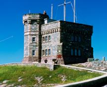 General view of Signal Hill, showing the Cabot Tower in its location on the peak of Signal Hill.; Parks Canada Agency/Agence Parcs Canada.