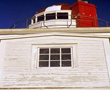 Detail view of the Cape Spear Lighthouse National Historic Site of Canada showing the use of materials typical of early lighthouses: masonry for the tower, metal for the lantern and wood for the house, 2001.; Parks Canada Agency / Agence Parcs Canada, K. Redmond, 2001.