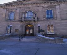 Exterior view of Guelph City Hall, showing its Italianate detailing, including a central, Venetian window, ornamental balconies, a string course delineating stories, 1995.; Parks Canada Agency/Agence Parcs Canada, J. Butterill, 1995.