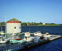Panoramic view of Shoal Tower and the harbor emphasizing the unobstructed viewplanes of the harbour and the entrance to the Rideau Canal from its siting on a shoal in the harbour, directly off-shore from the former Market Battery, 1982; Parks Canada Agency / Agence Parcs Canada, F. Cattroll, 1982.