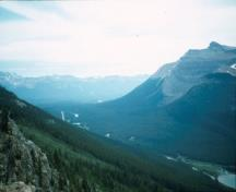 View of the final section of Kicking Horse Pass, showing the flanking mountains and the Spiral Tunnels, 1969.; Agence Parcs Canada / Parks Canada Agency, 1969.