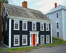 General view of a house in the Old Town Lunenburg Historic District showing its small lots, 1996.; Parks Canada Agency / Agence Parcs Canada, P. St. Jacques, 1996