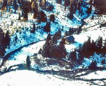 Aerial view of the Halfway Hut emphasizing the compatibility of the building's rustic form with the picturesque wilderness setting of the Ptarmigan Valley's alpine meadows and mountain peaks, 2000.; Western Canada Service Center / Centre de services de l'Ouest canadien, 2000.