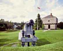 Panoramic view of the St. Andrews Blockhouse emphasizing its imposing size and specialized military defence design which make it a well-known feature of the national historic site of Canada, 2003.; Parks Canada Agency / Agence Parcs Canada, B. Townsend, 2003.