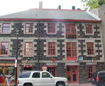 Side elevation including hoist doors, Mitchell House, Halifax, Nova Scotia, 2005.; Heritage Division, NS Dept. of Tourism, Culture and Heritage, 2005.
