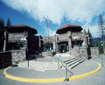 General view of main entrance of the Cave & Basin Bating Pavilion showing the two octagonal belvederes, 1991.; Agence Parcs Canada / Parks Canada Agency, W. Lynch, 1991