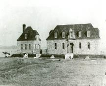Side view of the Museum and Caretaker's House, showing the simple rectangular massing of the two buildings with the one-and-one-half-storey construction.; Canadian Parks Services, Human Resources Directorate /  Service canadien des parcs, Direction des ressources humaines, n.d.