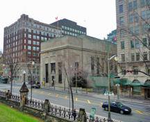 General view of the Bank of Montreal, showing its prominent location in downtown Ottawa, 2011.; Parks Canada Agency / Agence Parcs Canada, M. Therrien, 2011.