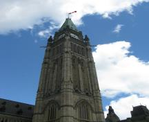 Detail view of the Peace Tower of Centre Block emphasizing its conception as a symbol of Canada, 2010.; Parks Canada Agency / Agence Parcs Canada, C. Beaulieu, 2010