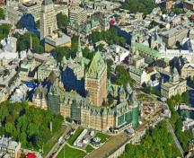 General view of Château Frontenac showing its grey, ashlar stone base and string courses and the orange, Glenboig brick wall cladding, 2007.; Parks Canada Agency / Agence Parcs Canada, Ron Garnett, 2007.