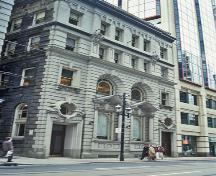 General view of Birkbeck Building showing the classical details including arched openings, pediments, elaborate window surrounds and keystones, 1993.; Parks Canada Agency / Agence Parcs Canada, B Morin, 1993.