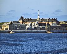 General view of Fortress of Louisbourg, showing its setting on a protected and relatively ice-free harbour.; Parks Canada Agency / Agence Parcs Canada.