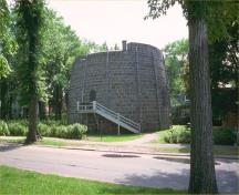 General view of one of the three towers of the Québec Martello Towers National Historic Site of Canada, 1992.; Parks Canada Agency / Agence Parcs Canada, 1992.