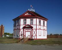 Exterior view of the Octagonal Building, 2003.; Government of Saskatchewan, Jennifer Bisson, 2003.