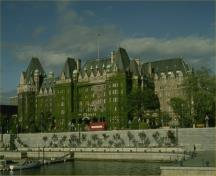 General view of the Empress Hotel, showing the unimpeded view of the harbour from the facade, 1991.; Parks Canada Agency/ Agence Parcs Canada, 1991.