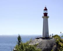General view of Point Atkinson Lighthouse, showing its circular lantern, and platform with pronounced overhang, 2009.; Point Atkinson Lighthouse, Mandy Jansen, 2009.