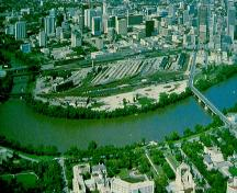 Aerial view of The Forks National Historic Site of Canada, 1993.; Agence Parcs Canada / Parks Canada Agency, 1993.