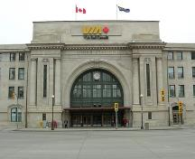 General view of Union Station / Winnipeg Railway Station, showing the monumentality of the main entrance, 2006.; Union Station Winnipeg, Dan McKay, October 2006.