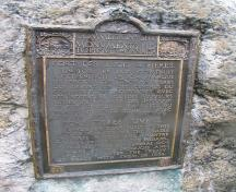 Detailed view of the HSMBC plaque mounted on a rock; Parks Canada / Parcs Canada, 2009