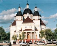 View of the main entrance to the Ukrainian Catholic Church of the Immaculate Conception, showing its multi-domed Kievan style.; Parks Canada Agency / Agence Parcs Canada.