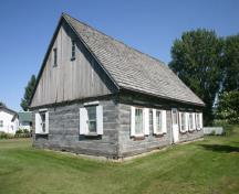 View from southwest of the Reimer Mennonite Log House, Morden, 2011.; Historic Resources Branch, Manitoba Culture, Heritage and Tourism, 2011