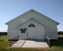 View of the entrance of Roseisle United Church, Morden, 2011.; Historic Resources Branch, Manitoba Culture, Heritage and Tourism, 2011