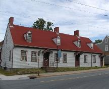 View from Octerloney Street showing asymmetrical facade, Thomas Boggs-Lawrence Hartshorne House, Dartmouth, Nova Scotia, 2005.; Heritage Division, NS Dept. of Tourism, Culture and Heritage, 2005.