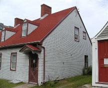 Side elevation, Thomas Boggs-Lawrence Hartshorne House, Dartmouth, Nova Scotia, 2005.; Heritage Division, NS Dept. of Tourism, Culture and Heritage, 2005.