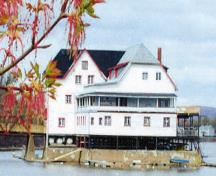 View of Boathouse from the east side; National Capital Commission (NCC) / CCN, 2009 (Eve Wertheimer)