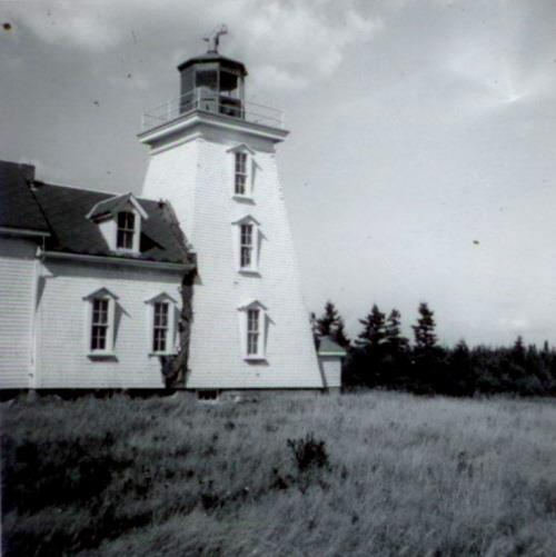 Lighthouse and dwelling, 1960