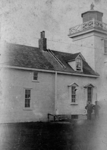 Lighthouse and dwelling, ca 1910