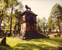 View of the Old Burying Ground, showing the Sebastopol memorial, 1993.; Agence Parcs Canada / Parks Canada Agency, 1993.