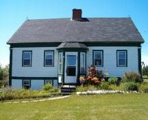 Front elevation showing change in elevation, John Henry Ernst House, Blockhouse, 2004; Heritage Division, Nova Scotia Department of Tourism, Culture and Heritage, 2004