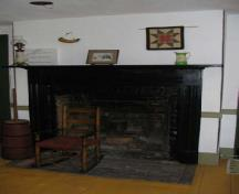 General view of the original fireplace on the first floor of Griffin House, 2006.; Agence Parcs Canada / Parks Canada Agency, M. D'Abramo, 2006.