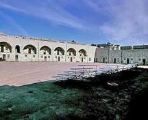 General view of the Fort Henry parade grounds showing the surviving elements of the original fortification, including the design, form and materials of the built and landscaped components, 1995.; Parks Canada Agency/Agence Parcs Canada, J. Butterill, 1995.