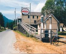 Exterior view of Kilby General Store Museum from SE; BC Heritage Branch