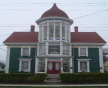 Front elevation of the Lovitt House, Yarmouth, 2004.; Heritage Division, NS Dept. of Tourism, Culture and Heritage, 2004.